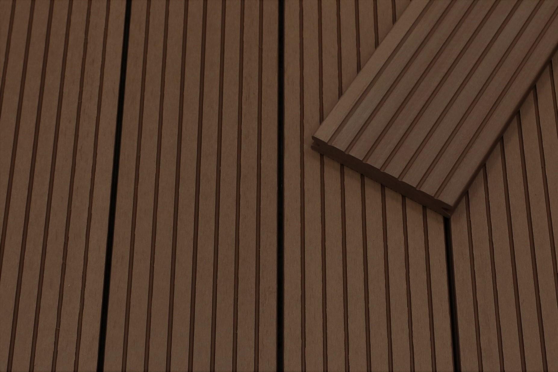 WPC Terrassendielen massiv, dunkelbraun, grob genutet, 22 x 143 bis 4800 mm, Vollprofil für 8,95 €/lfm
