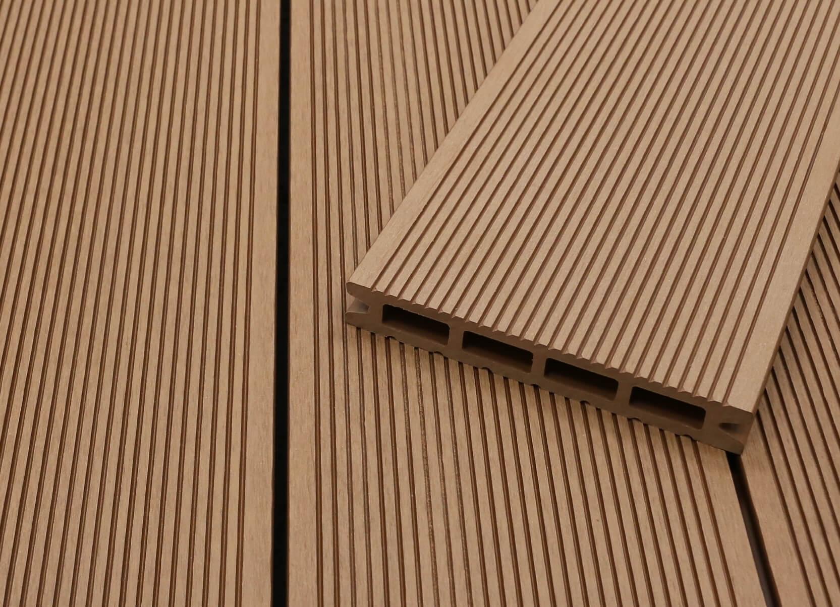 WPC Terrassendielen Hohlkammer, hellbraun, fein gerillt, 22 x 146 bis 4800 mm für 5,30 €/lfm