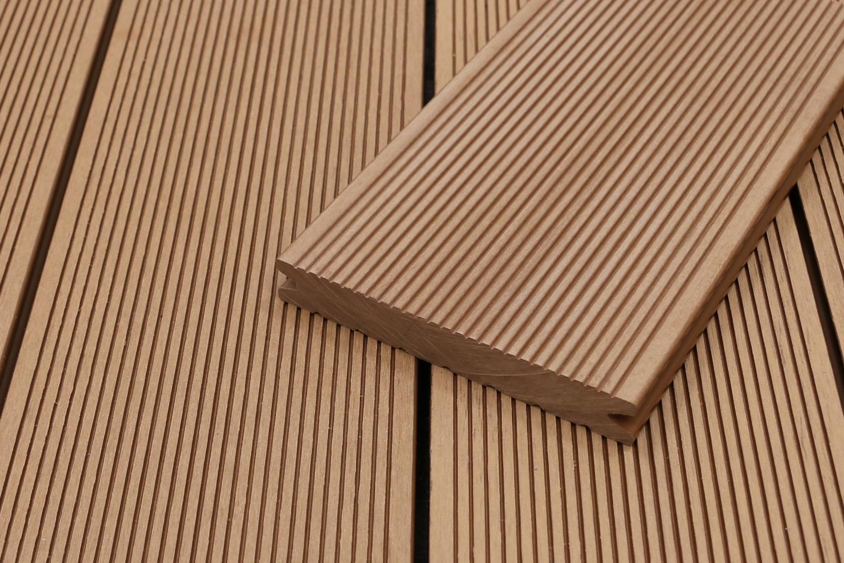 WPC Terrassendielen massiv, hellbraun, fein gerillt, 22 x 143 bis 4800 mm, Vollprofil für 8,95 €/lfm