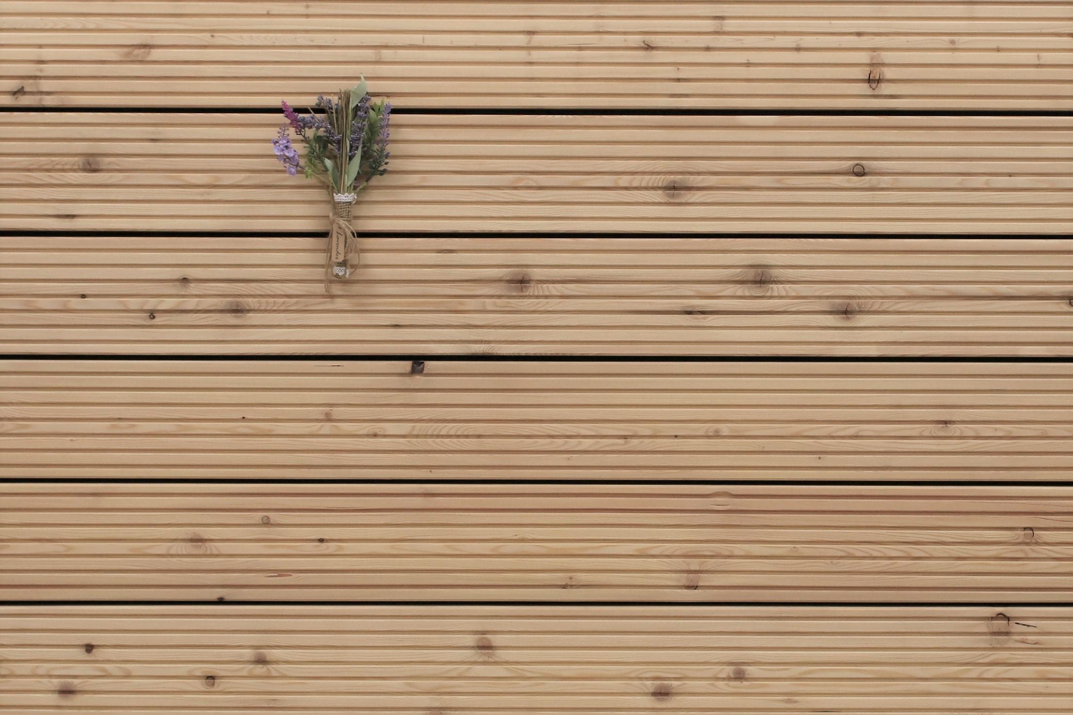 Sibirische Lärche Terrassendielen, grob genutet, AB Sortierung, 26 x 143 bis 6000 mm für 6,95 €/lfm