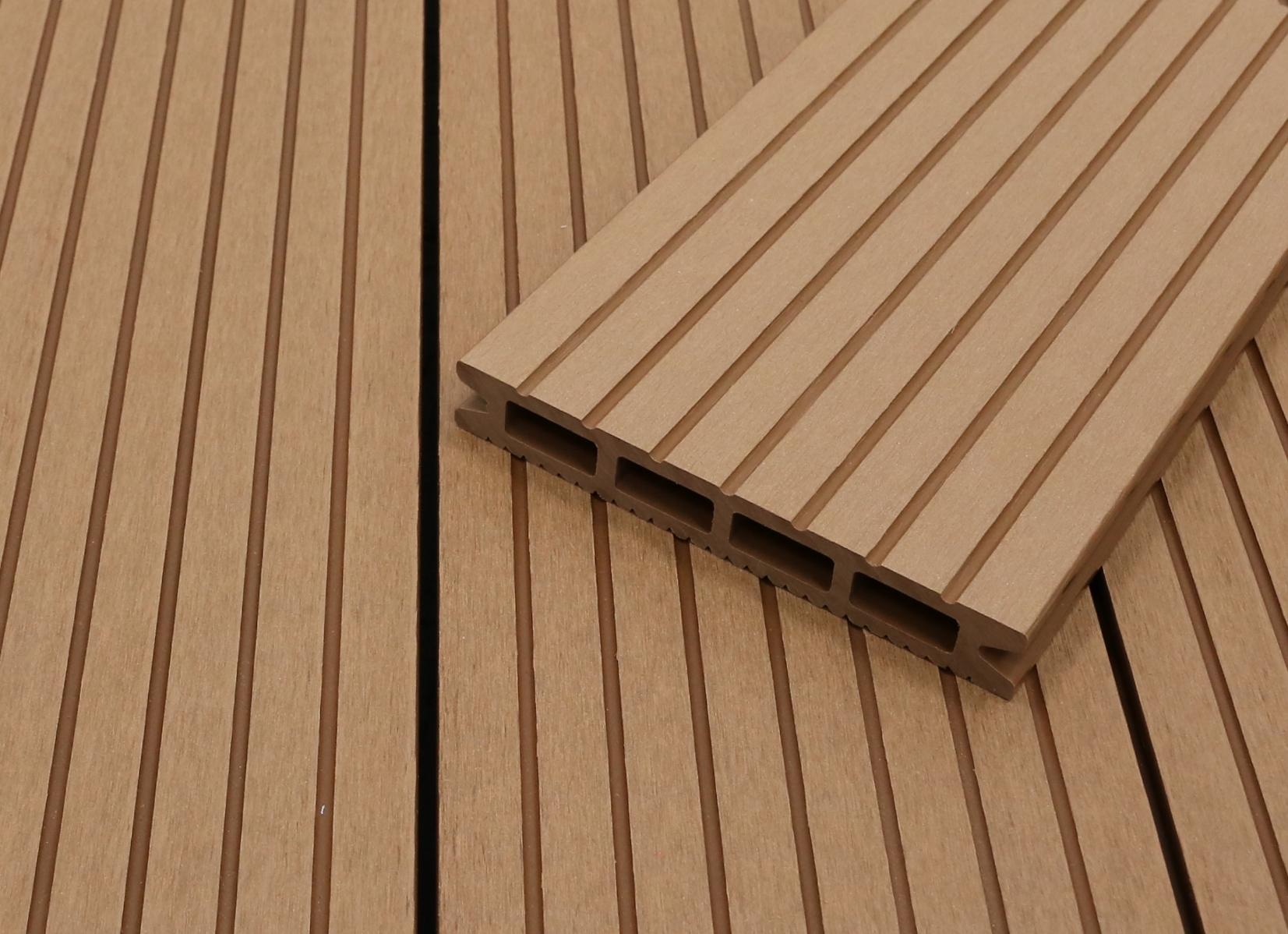 WPC Terrassendielen Hohlkammer, hellbraun, grob genutet, 22 x 146 bis 4800 mm für 5,30 €/lfm