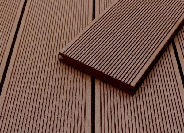 WPC Terrassendielen massiv, dunkelbraun, fein gerillt, 22 x 143 bis 4800 mm, Vollprofil für 8,95 €/lfm
